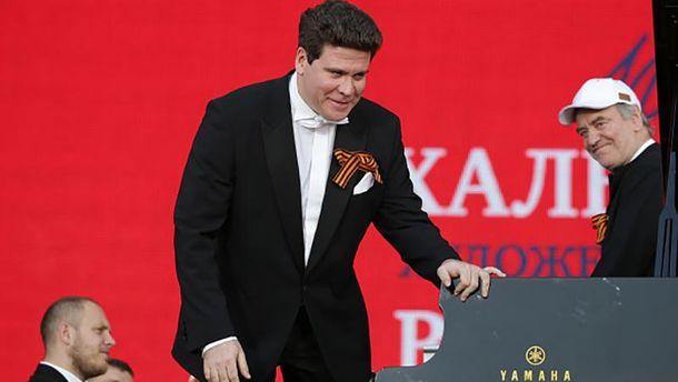 Денис Мацуєв (центр)
