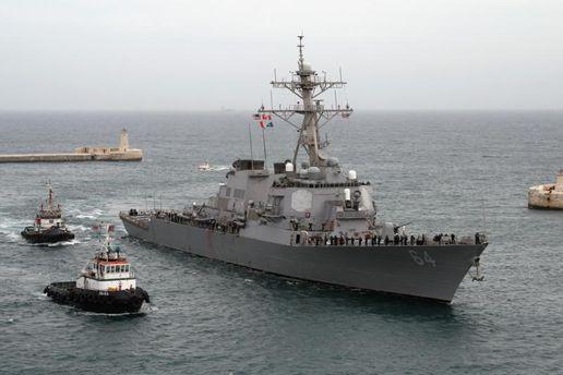 Американский боевой корабль USS Carney