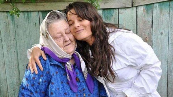 Наташа Корольова з бабусею