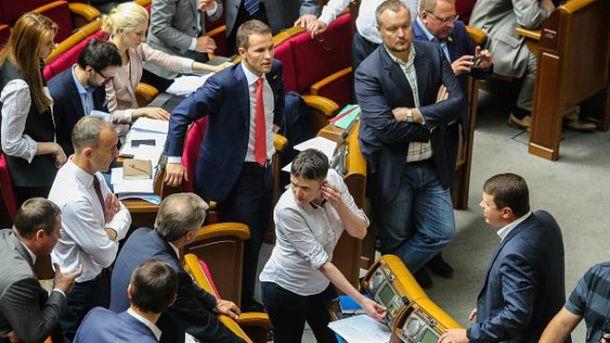 Не всі депутати хотіли відмовлятись від підвищених зарплат