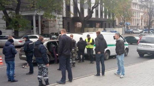 Розстріляний Citroen врізався в машину інкасаторів