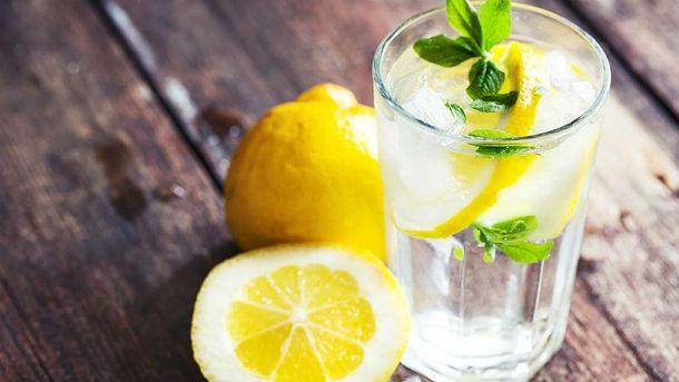 Вода з лимоном дуже корисна