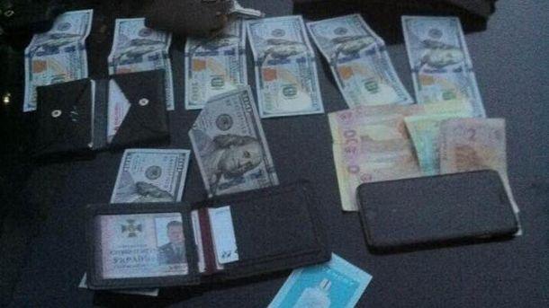 Гроші, які вилучили правоохоронці