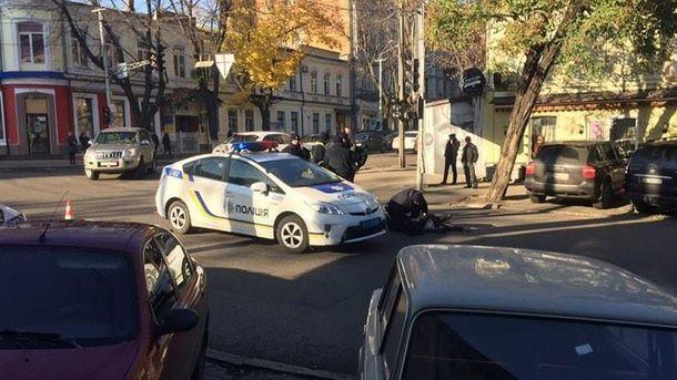 Авто патрульних збило пенсіонера: з'явилося фото