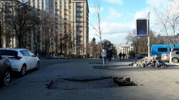 Обвал тротуара в Киеве