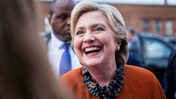 Клинтон удерживает преимущество над Трампом