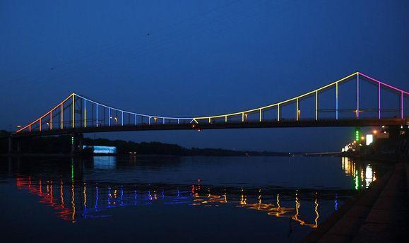 Пішохідний міст через Дніпро