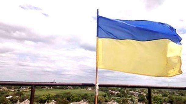 Раніше прапор доповнили розтяжкою біля флагштоку