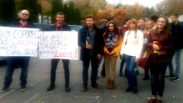 Молодые люди извинились на украинском