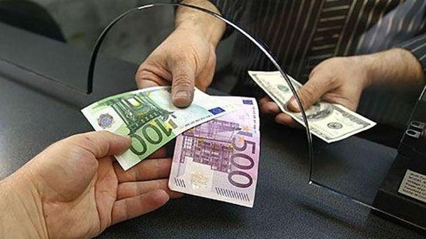 Курс долара залишається без змін