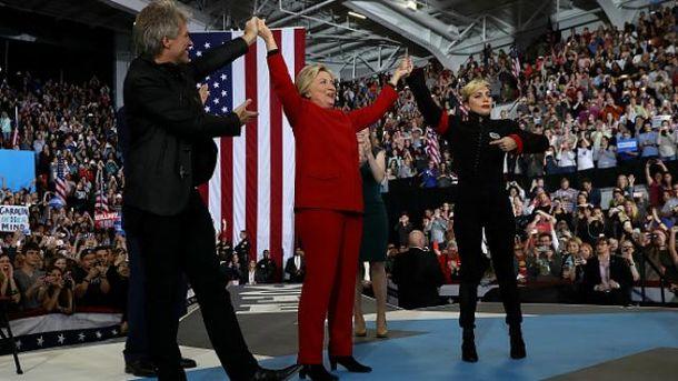 Опросы предсказывают уверенную победу Клинтон