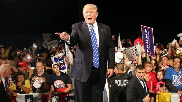 Трамп перемагає, долар обвалюється