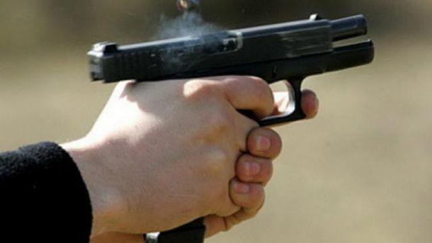Неизвестный расстрелял двух полицейских в Киевской области