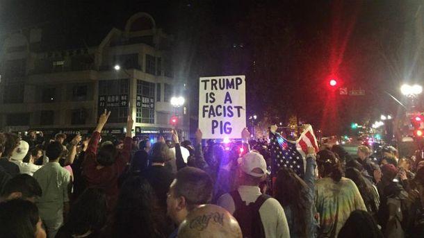 В Калифорнии начались акции протеста