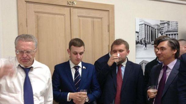 Жириновский потратил на гуляния 100 тысяч рублей