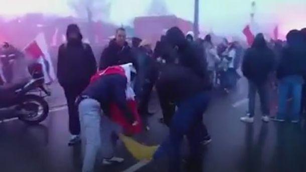 Украинский флаг сожгли в Варшаве
