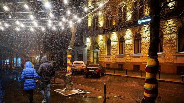 Перший сніг засипав Львів