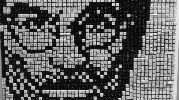 Портрет Стивена Джобса из клавиш