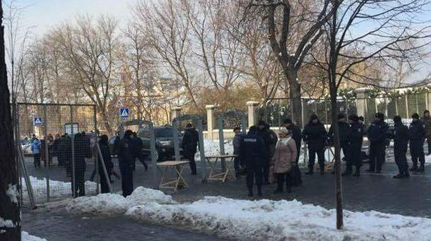 Меры безопасности во время протестов в Киеве