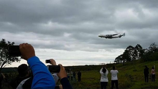 Бразильцы активно снимали видео с украинским великаном