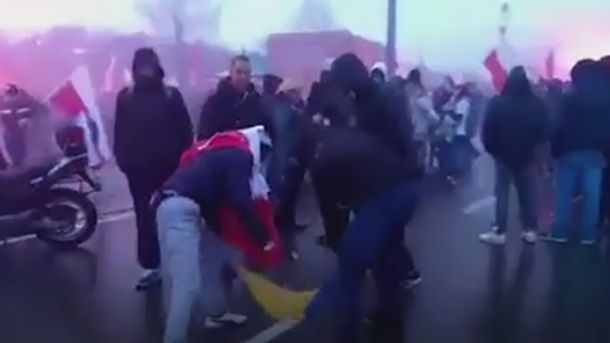 У Польщі спалили український прапор