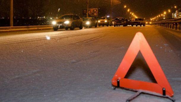 Туристический автобус попал в аварию подо Львовом