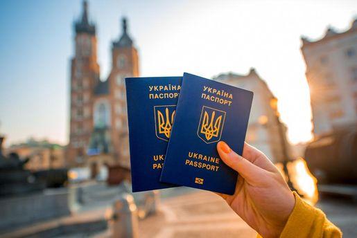 Українські закордонні паспорти