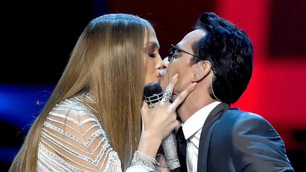 Для Джей Ло не проблема поцілуватись з колишнім