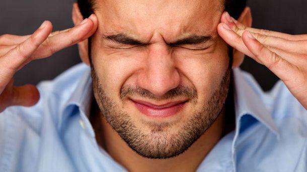 Люди могут чувствовать сильную головную боль