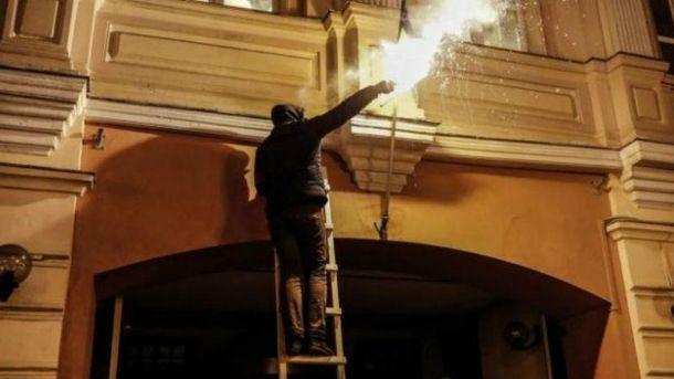 Спалення українського прапору в Москві