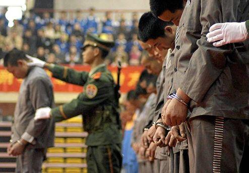 В Китае за коррупцию чиновников расстреливают