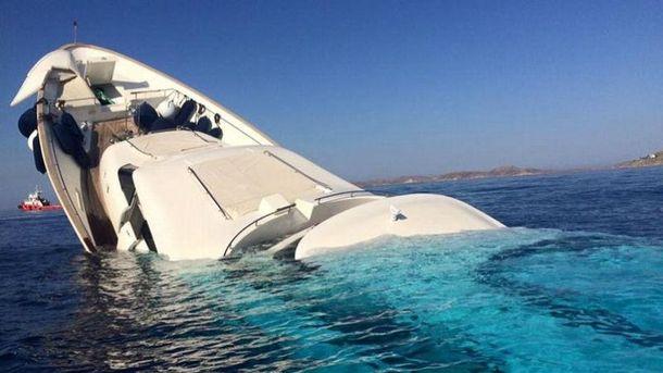 Пассажиров яхты удалось спасти