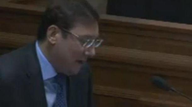 Луценко емоційно зачитав підозру Януковичу