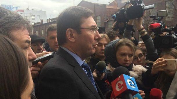 Луценко не відкидає підозру у держзраді не тільки Азарову