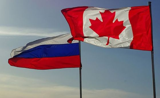 Прапори Канади та Росії