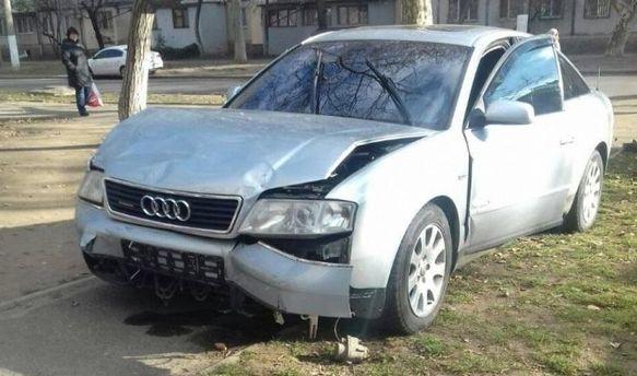 Побитая машина