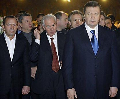 Навіщо Кремль підключив до спектаклю Азарова і Клюєва ?