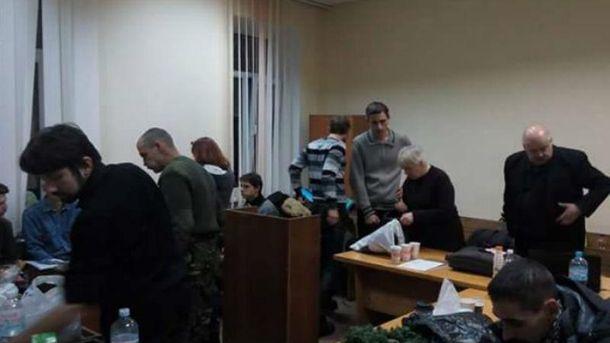 Пострадавшие продолжают перекрыть зал суда— Дело Майдана