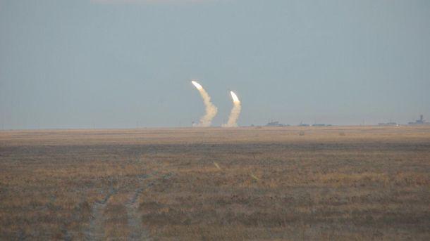 Испытания зенитных управляемых ракет средней дальности