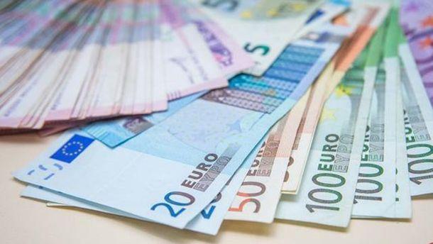 Евро несколько потерял в цене