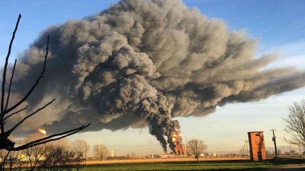 Взрыв на нефтеперерабатывающем заводе