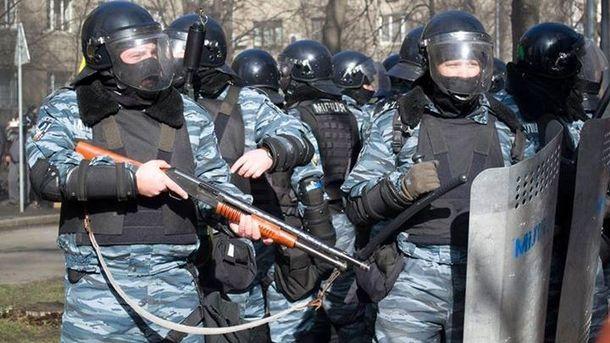 Співробітники МВС розстрілюють Євромайдан