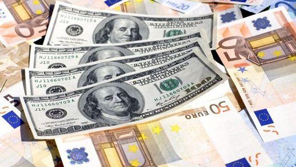 Долар дорожчає, євро – навпаки, дешевшає