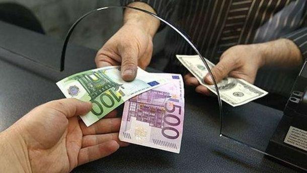 Євро подорожчало на 5 копійок