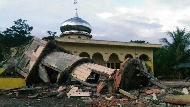 Разрушительное землетрясение всколыхнуло Индонезию