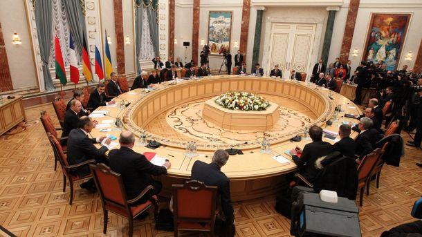 Кучма улетел на совещание трехсторонней контактной группы поДонбассу