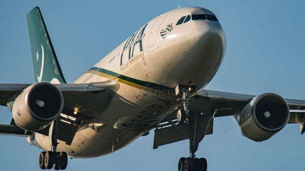 Літак Пакистанские Международные Авиалинии