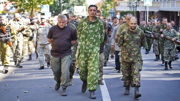 Украинские военнопленные в Донецке