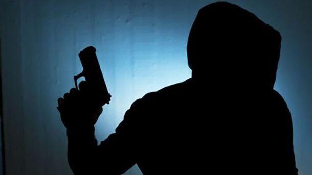 Преступники угрожали охраннику оружием