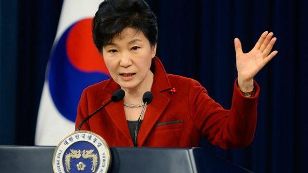 Пак Кын Хе подозревают в коррупции